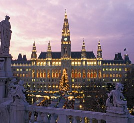 a_Vienna_Christmas-marketin-front-of-the-city-hal-a